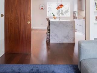 HOME IN LONDON: Cucina in stile  di stile interni srl, Moderno
