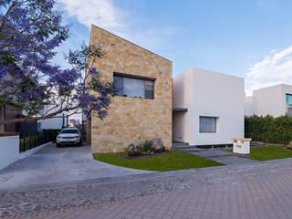 CASA DEL PARQUE Casas modernas de espacio NUEVE CERO UNO Moderno