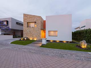 casa del parque /NUEVE CERO UNO/: Casas de estilo  por espacio   NUEVE CERO UNO