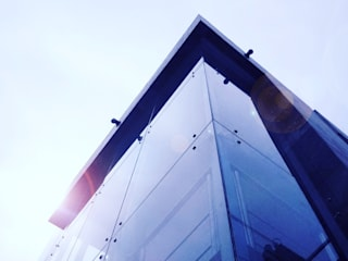 Laboratorio del Centro de Salud Presidentes:  de estilo  por 2M arquitectos