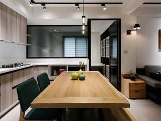 4F開放式廚房及書房 by 隹設計 ZHUI Design Studio Eclectic