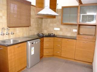 L Shaped Modular Kitchen Designs:  Kitchen by Scale Inch Pvt. Ltd.