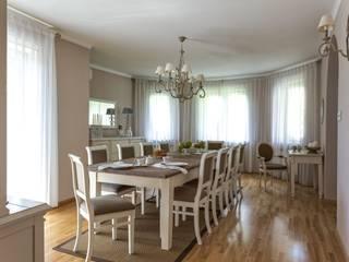 Salle à manger classique par Aleksandra Kurowska Classique