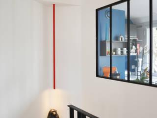 Escalier: Couloir et Hall d'entrée de style  par A comme Archi