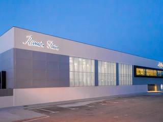 OFICINAS CONSERVAS LA BRÚJULA Edificios de oficinas de estilo minimalista de EAU ARQUITECTURA S.L.P. Minimalista