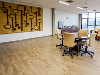 VERONA CARPETES E VINILICOS Modern commercial spaces Wood Beige