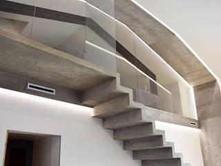 Couloir, entrée, escaliers minimalistes par estudoquarto s.r.l. Minimaliste