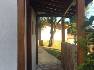 Sanitário Externo SAY Banheiros rústicos por Arkete Arquitetura e Sustentabilidade Rústico
