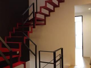 industrial style corridor, hallway & stairs. by 釩星空間設計 Industrial