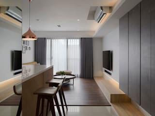 Modern Corridor, Hallway and Staircase by 釩星空間設計 Modern