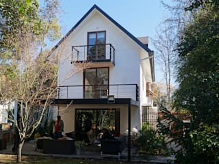 Single family home by NEF Arq.
