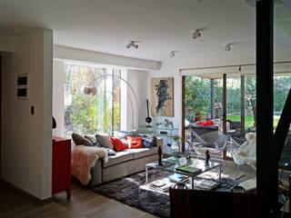 CASA CU: Livings de estilo moderno por NEF Arq.