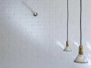 Salas de estilo minimalista por Miguel Marcelino, Arq. Lda.