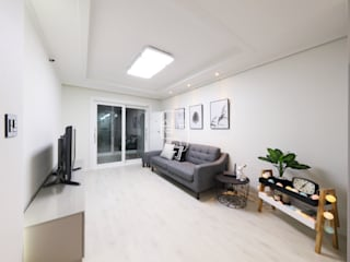 Phòng khách phong cách tối giản bởi 쉼표디자인SHUIMPYO DESIGN Tối giản