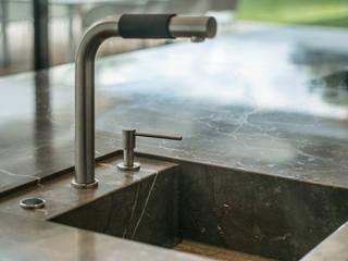 Naturstein in der Küche:  Küche von STEINWOLF NatursteinLösungen