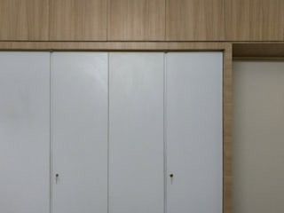 AV House Interior - Mahaveer Laural Apartment:  Bedroom by Soul Ziv Architecture
