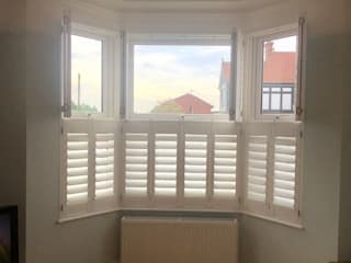 Bay Window Shutters:  Living room by London Interior Shutters