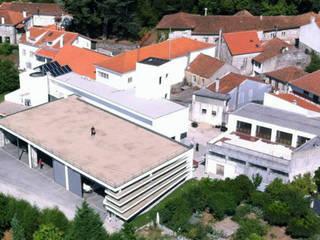 minimalist style balcony, porch & terrace by zé pinho | arquitectos Minimalist