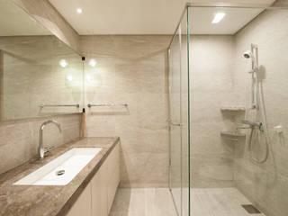 따뜻한 그레이질감의 욕실 모던스타일 욕실 by 영보디자인 YOUNGBO DESIGN 모던
