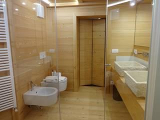 Interno bagno: Bagno in stile in stile Moderno di Mariapia Alboni architetto
