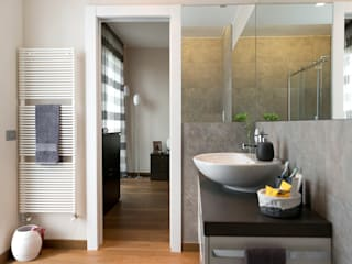 Appartamento in Pandino tIPS ARCHITECTS Bagno moderno