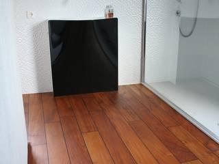 Baños de estilo moderno de Stumpf Parkett GmbH Moderno