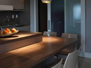 Apartamento Residencial: Cozinhas  por Ana Maria Dickow                                           Arquitetura & Interiores,Moderno