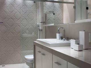 Apartamento Residencial Banho Suíte: Banheiros  por Ana Maria Dickow                                           Arquitetura & Interiores,Moderno