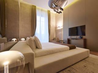 progetto di ristrutturazione e dell'arredamento di alcune delle stanze dell'hotel TownHouse Duomo 21 a Milano Camera da letto moderna di FDR architetti -francesco e danilo reale Moderno