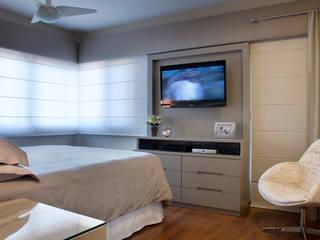Casa em Condomínio: Quartos  por Ana Maria Dickow                                           Arquitetura & Interiores,Moderno