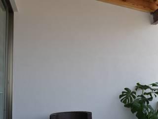 Terraza privada Balcones y terrazas de estilo moderno de ANTARA DISEÑO Y CONSTRUCCIÓN SA DE CV Moderno Madera maciza Multicolor