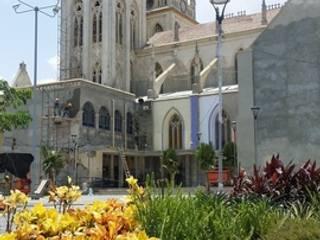 PLAZA SAN ROQUE - BARRANQUILLA - COLOMBIA BRASSICA SOLUCIONES PAISAJISTICAS S.A.S. Jardines de estilo tropical