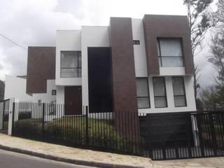 Casa Urbana Zipaquira Cundinamarca/Tel: 3125831655: Casas de estilo  por Construcciones Cubicar S.A.S