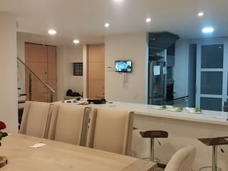 Casa Urbana Zipaquira Cundinamarca/Tel: 3125831655: Comedores de estilo  por Construcciones Cubicar S.A.S