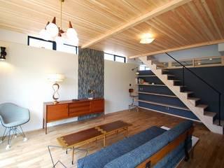 Modern Corridor, Hallway and Staircase by Ju Design 建築設計室 Modern