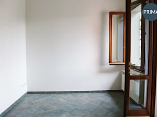Ingresso - PRIMA:  in stile  di ONLY HOME STAGING