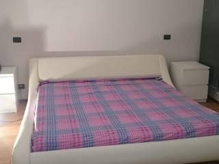 Un moderno letto d'altri tempi: Camera da letto in stile  di BF Homestyle