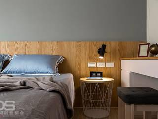 Camera da letto in stile  di DS亦沐空間創意整合