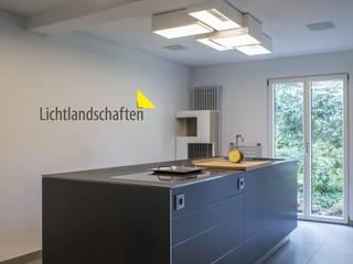 Lichtgestaltung in Wohnhaus Moderne Küchen von Lichtlandschaften Modern