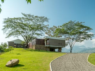Casa La Siria Tropical style houses by toroposada arquitectos sas Tropical