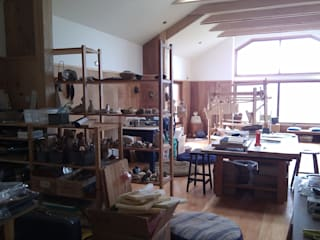 DISEÑO DE CASA TALLER EN COYHAIQUE: Estudios y biblioteca de estilo  por Dušan Marinković - Arquitectura - Santiago
