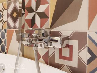 Salle de bains de style  par TOKA + HOME, Moderne