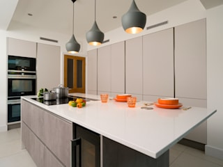 Urban Theme Concrete & Taupe Handleless Kitchen Urban Myth مطبخ Grey