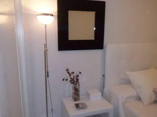 Proyecto y equipamiento de apartamento:  de estilo tropical de CONSUELO TORRES, Tropical