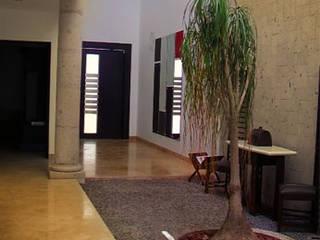 Jardín interior en hall : Jardines de estilo mediterraneo por 360arquitectura