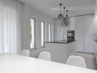 Minimalistische Küchen von Melissa Giacchi Architetto d'Interni Minimalistisch