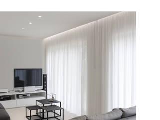 Minimalistischer Multimedia-Raum von Melissa Giacchi Architetto d'Interni Minimalistisch