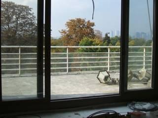 Terrasse au coeur de la ville - Paris - Moderner Balkon, Veranda & Terrasse von Ecologic City Garden - Paul Marie Creation Modern