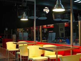 Bolera Hamburguesería Bares y clubs de estilo moderno de SUPERFLUIDO Moderno