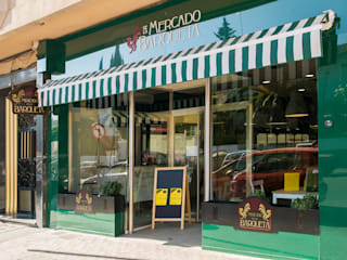 Mercado de la Barqueta Espacios comerciales de estilo mediterráneo de SUPERFLUIDO Mediterráneo
